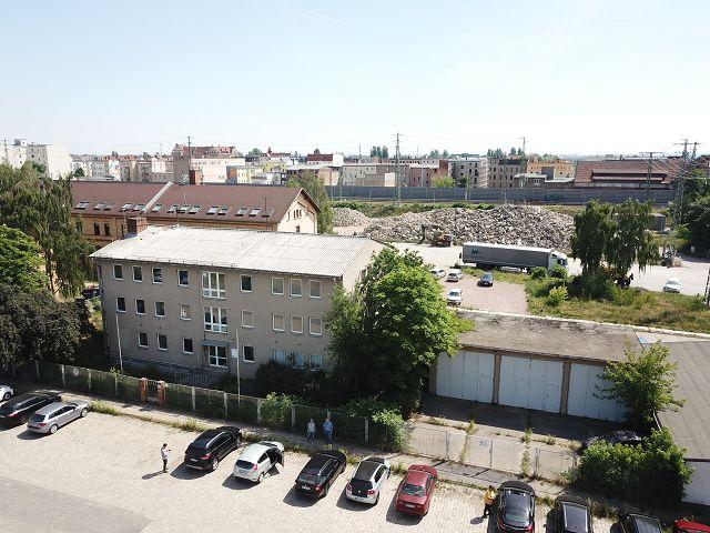 Ehemaliges Verwaltungs-/ Dienstgebäude und 3 vermietete LKW-Garagen in Halle (Saale)