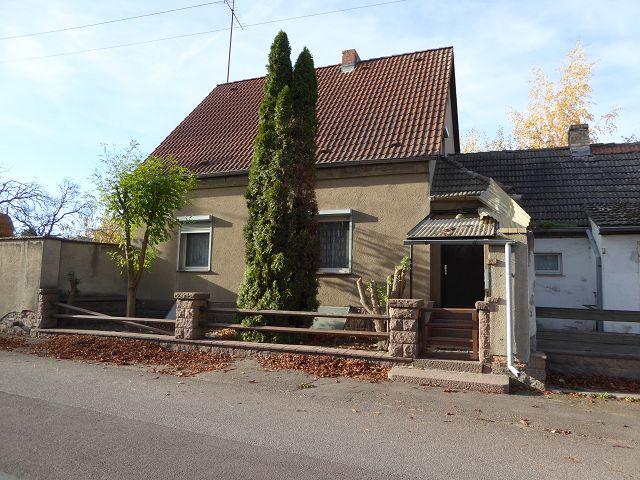 Ehemalige Tankstelle mit Wohnhaus (unter anderem Werkstattgebäude & Waschanlage) rund 17 km von Halle (Saale) entfernt