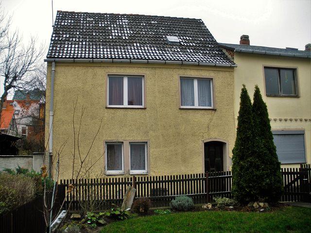 Leerstehendes Einfamilienhaus mit kleinem Innenhof etwa 1 km südwestlich vom Markt entfernt