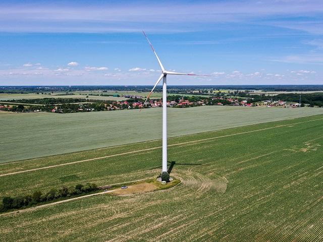 Ca. 1 ha großes Grundstück mit einer Windkraftanlage (Fremdeigentum) ++ Jahresnettopacht ca. 13.000 € ++ im Berliner Speckgürtel