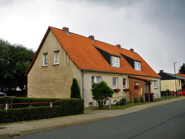 Überwiegend vermietetes Mehrfamilienhaus mit 4 Wohnungen **Jahresnettokaltmiete ca. 5.310 Euro**