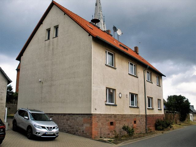 Überwiegend vermietetes Mehrfamilienhaus mit 4 Wohnungen **Jahresnettokaltmiete ca. 6.839 Euro**