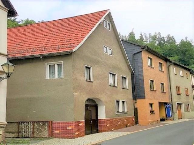 Leerstehendes Wohnhaus mit Nebengebäuden und Gartenfläche ca. 70 m vom Markt entfernt