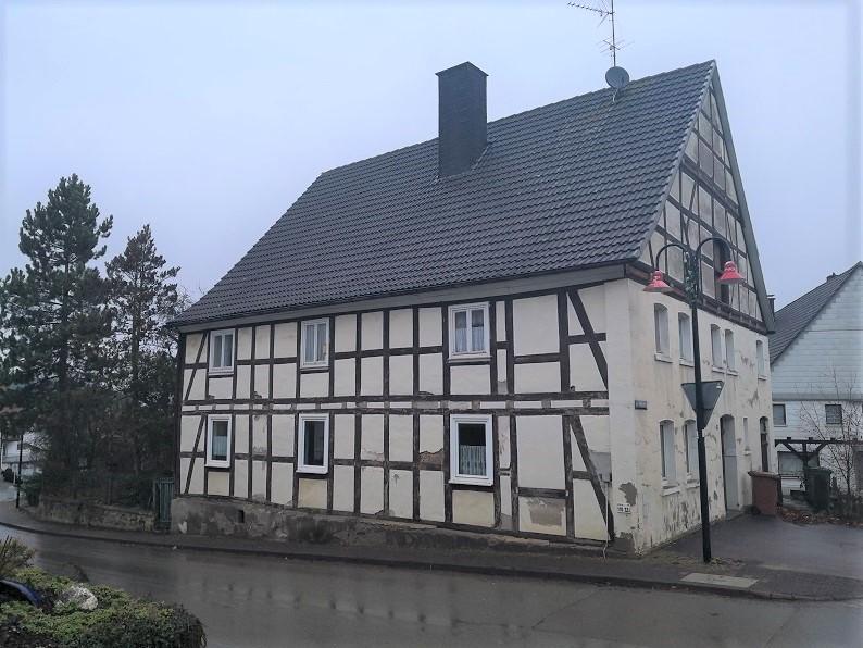 Leerstehendes Fachwerkgebäude in zentraler Ortslage