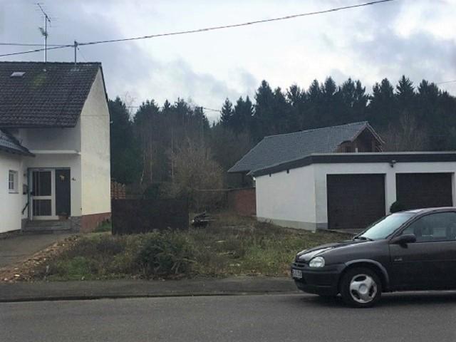 Vertragsfreies Grundstück zwischen Wohnbebauung in der Eifel