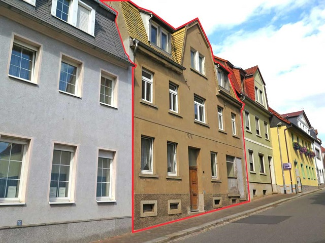Leerstehendes Wohn- und Geschäftshaus im historischen Ortskern im Städtedreieck Chemnitz-Leipzig-Dresden