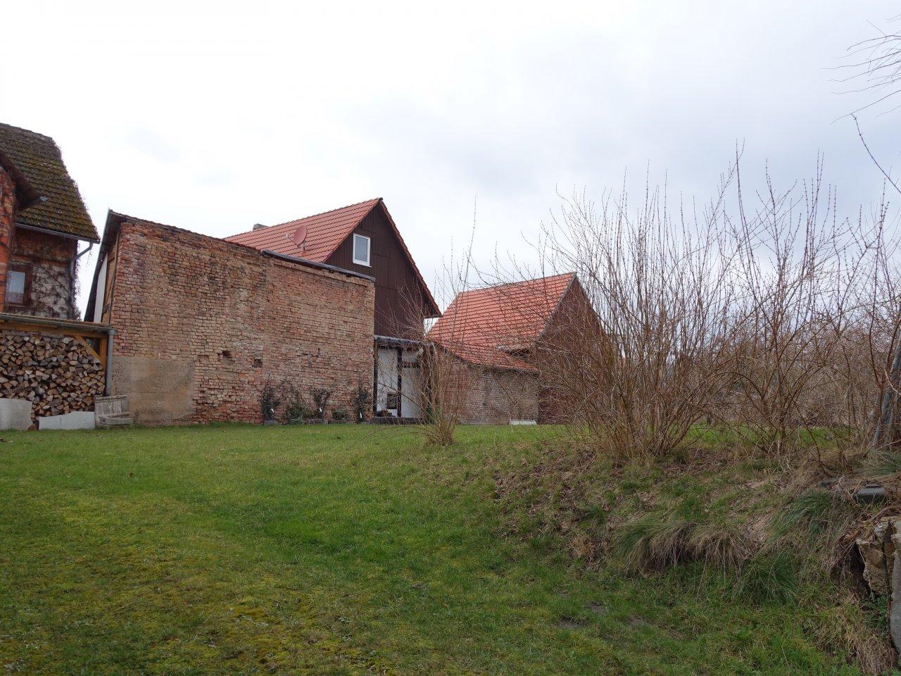 Überwiegend beräumtes Grundstück im Innenbereich **etwa 250 m westlich der Werrabrücke**
