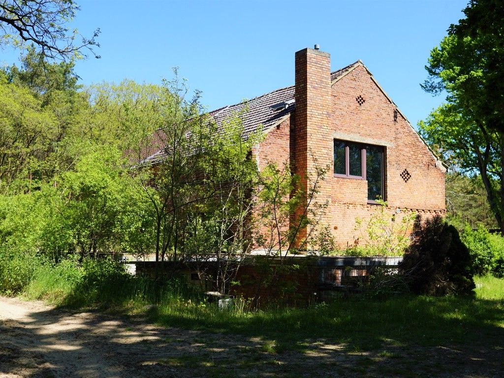 Scheune o. Stallgebäude-später Ausbau zum Doppelhaus zur Erholung-ca. 26 km nordöstl. von Oranienburg *tlw. vertragslos genutzt*