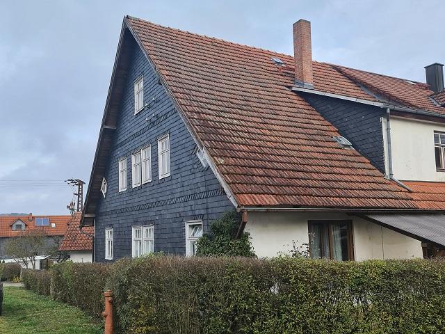 Leerstehende Doppelhaushälfte mit Nebengebäude in ländlicher Umgebung ca. 10 km von der Bayerischen Landesgrenze entfernt