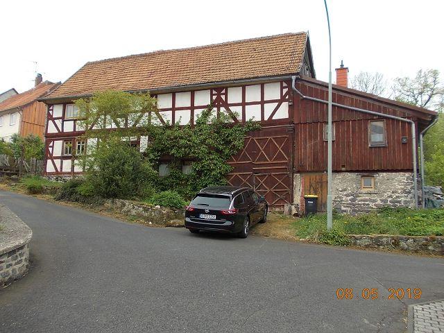 Leerstehendes Fachwerk-Wohnhaus mit Anbauten in ländlich geprägter Lage in Mittelhessen